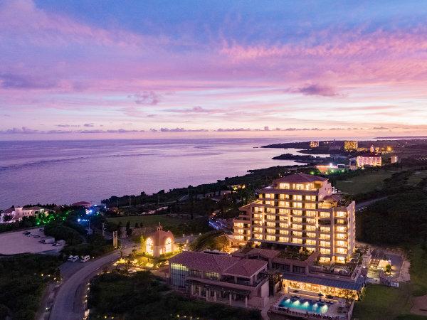 """ベイサイド鳥瞰/""""海と空と大地、移りゆく景色の調和""""をコンセプトとした海に近い高層ホテル。"""