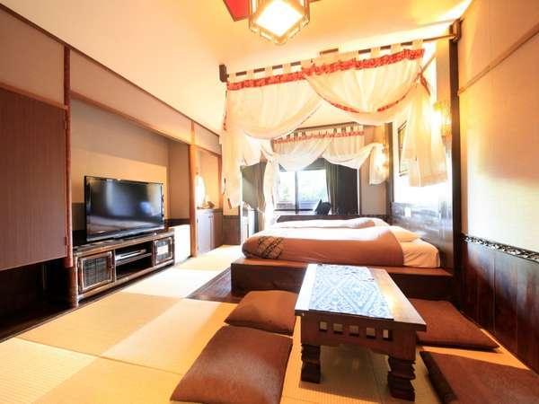 【本館】半露天風呂つき天蓋ハリウッドツイン 2つのベッドを並べてダブルベッドとしてご利用頂けます