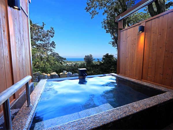 海と大島を望む絶景温泉お風呂。貸切でお好きな時にご利用頂けます。