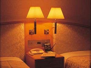 睡眠前は、ベッドサイドの明かりを調整して・・・