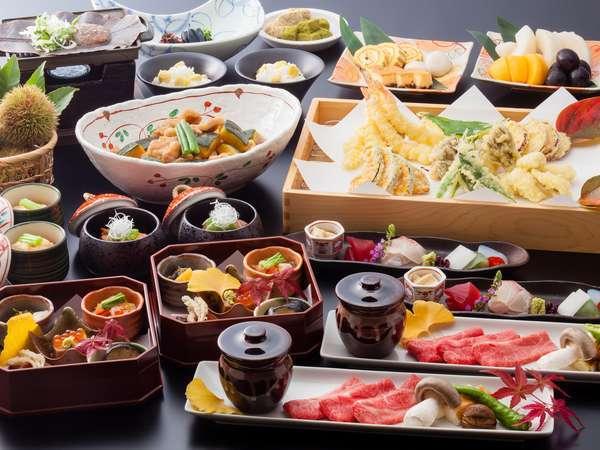 【夕食】飛騨牛朴葉味噌焼き+ハーフビュッフェ※写真の内容とは若干異なる場合がございます。