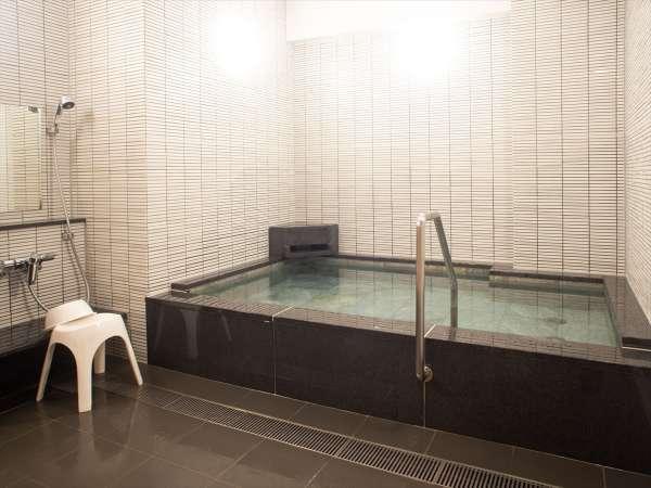 【浴場】男湯(ご利用可能時間・17:30~24:00/5:00~9:00)
