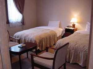 ベッドがセミダブルサイズのツインルーム