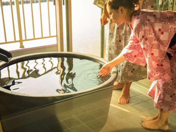【最上階(7階)露天風呂付き特別室】湯船から土肥の海を一望!温泉に浸かりながら絶景にうっとり。