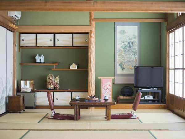 昔ながらの落ち着く客室一例
