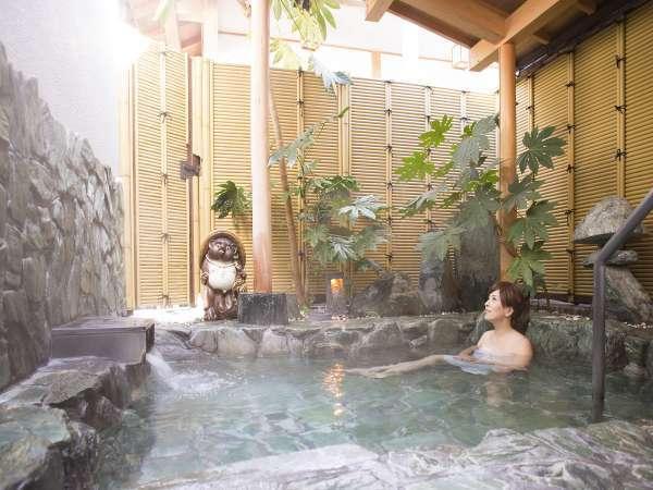 露天風呂。平日は比較的ゆっくり美人湯温泉を堪能頂けます