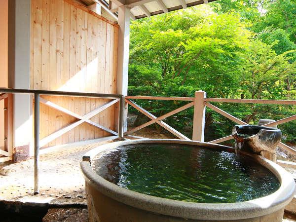 *貸切風呂ゆらぎ◆こちらの露天風呂は、昼と夜とで全く違った雰囲気になるのが特徴的です。