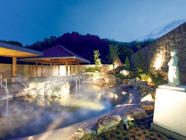【温泉露天風呂『桂浜』】高知県の観光名所のひとつ「桂浜」をイメージした露天風呂。