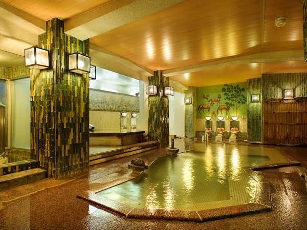 【大浴場】楽々湯其の一…時間ごとに男女ののれんを入れかえますので、2種類の内風呂が楽しめます。