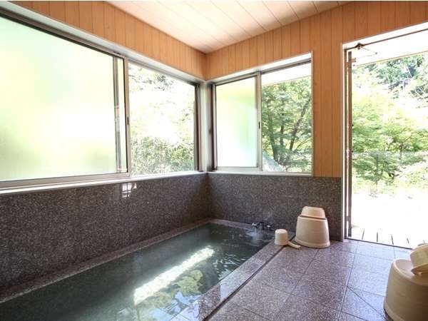 【温泉付きコテージ】お部屋の個室温泉は、当館自慢の美人の湯を思う存分、貸し切りにてお楽しみ頂けます