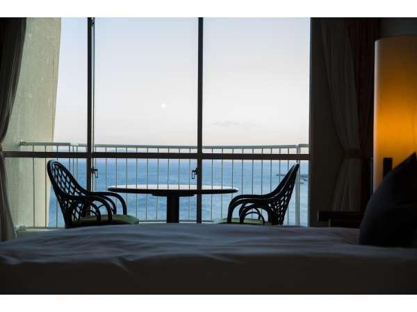 【ハイフロア洋室】空気の澄んだ日には世界遺産の屋久島を望むこともできます。