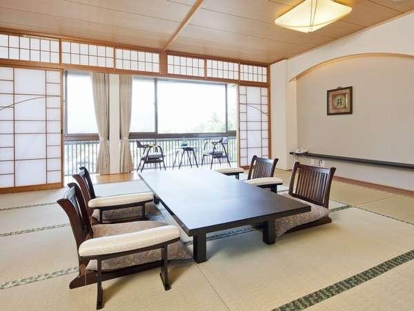 【海側特別和室12.5畳】広々とした和室で海を見ながらゆったりとお寛ぎください。