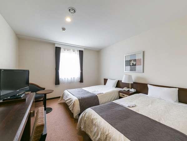 ツインルーム 22.5平米に、幅120センチのベッドが2台。幼児の添寝は全客室タイプとも無料です