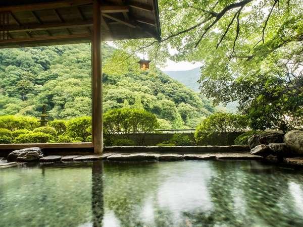 【露天風呂】箱根の山々を見渡せる
