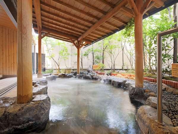 【大浴場2F】まるで湯船全てが化粧水!白石家でしか入れない総檜風呂