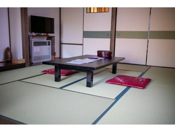 和洋室【まいづる草】ツインベッドを備え付けた当旅館では唯一の和洋室です。