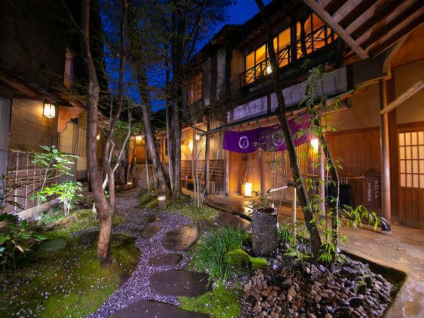由布岳の麓に、静かに佇む 数寄屋の宿