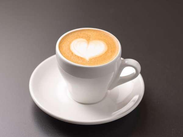 ご宿泊者は1Fカフェのコーヒーが24時間無料です。一部ソフトドリンクも30%OFFにてご提供!