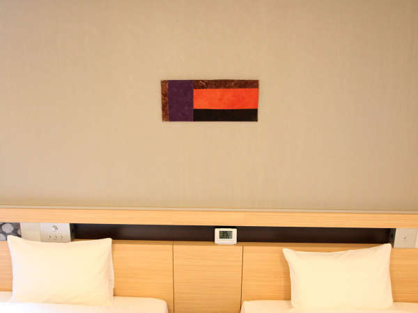 【ウォールアート】京都にゆかりのあるアーティストさんの、1品1品手作りのアートを飾っています。
