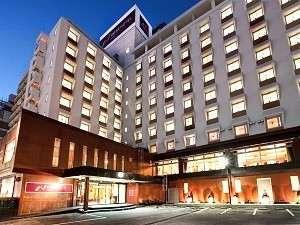 ネストホテル那覇は、観光からビジネスまで多様なニーズにお応え出来る施設でございます
