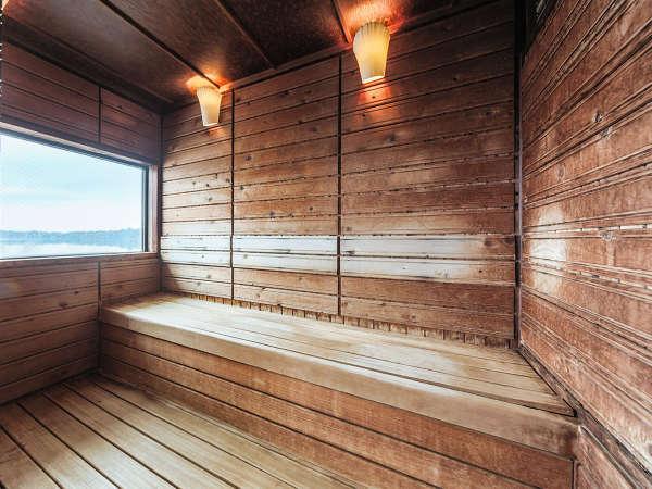 サウナ 窓からは浜名湖が望めます。