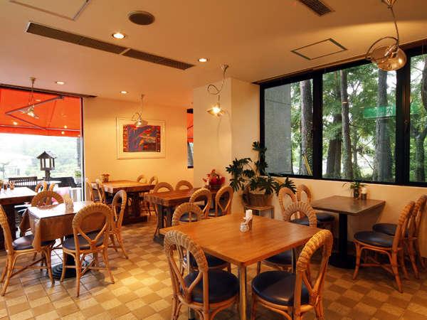 【1Fカフェラウンジ】夕食付プラン、サービスの朝食はこちらでお召し上がりいただきます