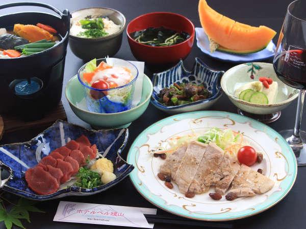 《ディナーは山梨ならではの食材を使用した、大人気☆甲斐づくし料理をお楽しみ下さい♪》