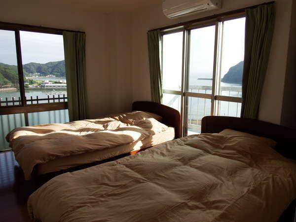 海が見える南東側のセミダブルツインの部屋