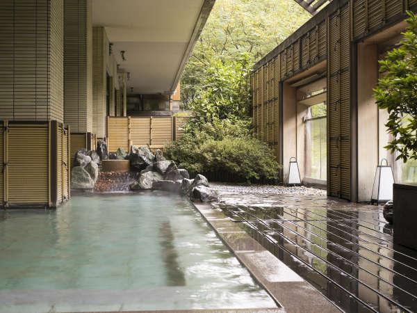 川のせせらぎや緑豊かな大自然と一緒に温泉をお楽しみください♪【天狗の湯】