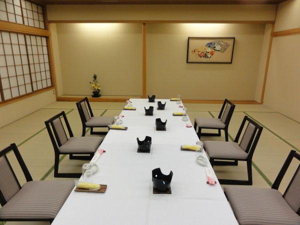 椅子・テーブル御席プランは、12名様までご利用頂けます。予め予約係りにご相談下さい。
