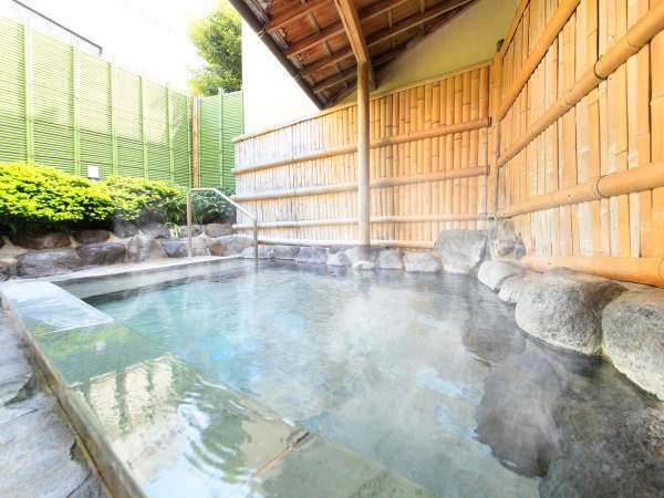 ■女性大浴場露天風呂■ 自家源泉の豊富な湯量も魅力。掛け流しです。