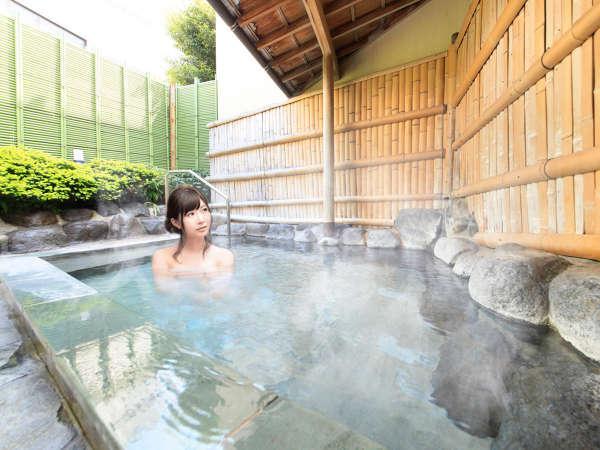 ■女性大浴場露天風呂■ 自家源泉の豊富な湯量も魅力。掛け流しです。サラッとしている美肌の湯♪