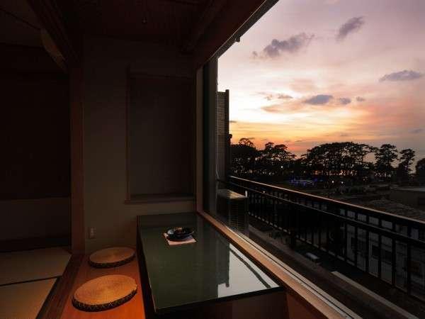 【客室一例】オーシャンビュー客室からは、駿河湾に松原、世界一の花時計を望む