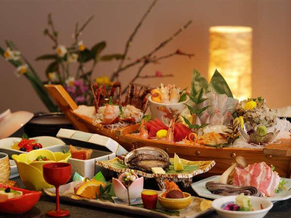 【夕食】旬を集めた、ふじやホテル名物の舟盛付海鮮会席料理(季節の一例)