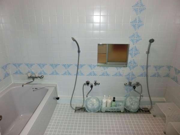 2階【秋月】専用の広々したお風呂お風呂です。1階にございます。