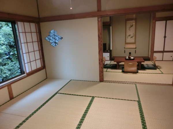 【秋月】 奥の8畳間から。 2間とも庭に面しています。角部屋の静かなお部屋です。