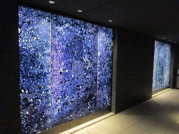 エントランス部分には和紙でできた「光壁」が皆様をお出迎え!