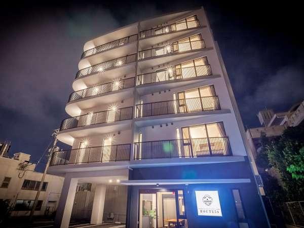 ROUTE58夜景外観 6階建で、各フロアには1室だけの贅沢な造り。