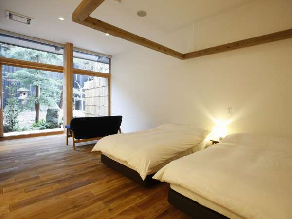 【YAMAGATA】山形で製造された名作家具や山形で活躍する作家の作品などを配しす。1階2階各3室、全6室