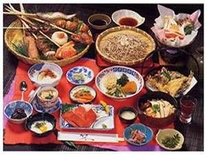 【民宿 一乃屋】囲炉裏を囲んでのお食事と温かいおもてなしが自慢の宿