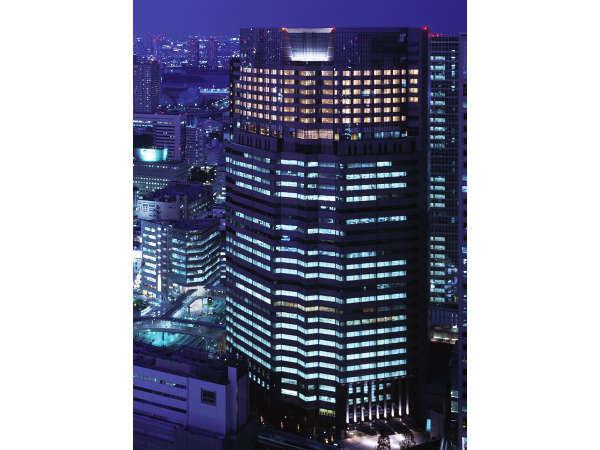 地上110、大人の隠れ家ホテル。全室27階以上。JR品川駅港南口より徒歩約1分です。