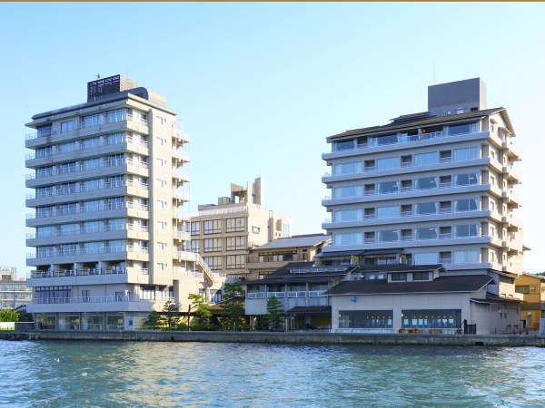 海に浮かんでいるような海望は、和倉温泉でも随一の景色と評判です。