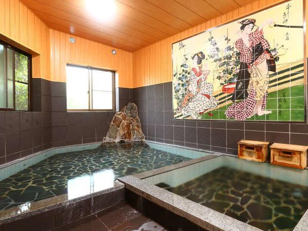 【女湯】古湯名物の「ぬる湯」が堪能できる大浴場。加温した熱めの湯船もございます