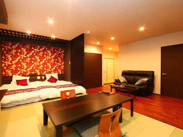 【デラックス和洋室一例】セミダブルベッドとシャワールーム付のモダンな客室