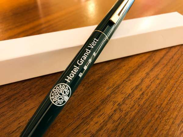 コロナウイルス感染拡大防止のため、共用のボールペンを廃止し、新品のを差し上げております。