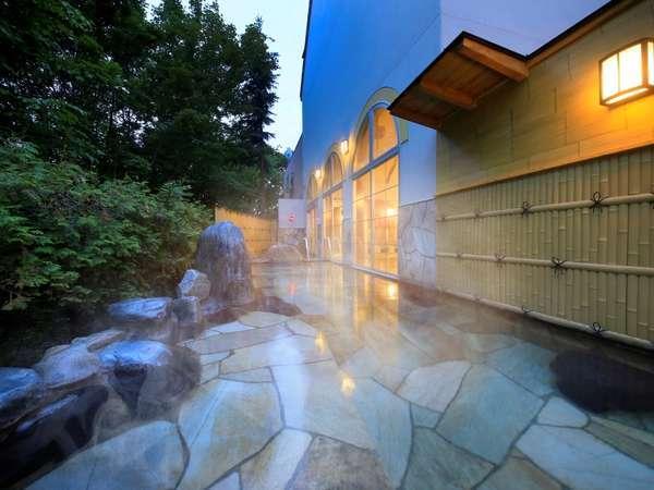 〔大浴場〕夜は満天の星空を眺めながら温泉を満喫