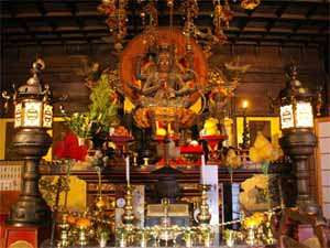 当院のご本尊・愛染明王(あいぜんみょうおう)でございます。ご拝観ください。