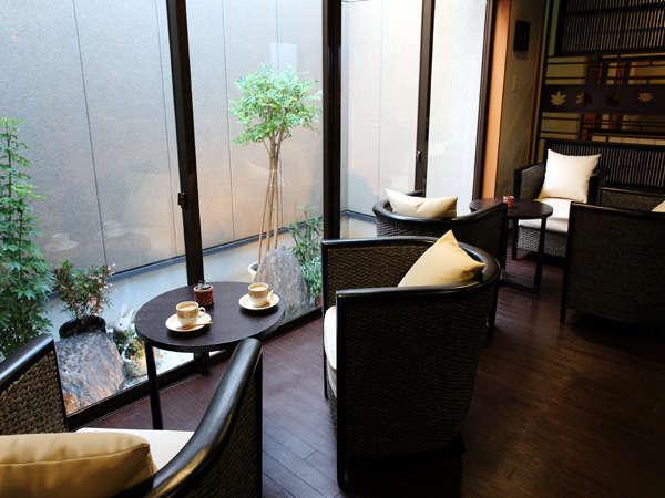 【暖和室】フリースペースの談話室です。珈琲をご用意しております。