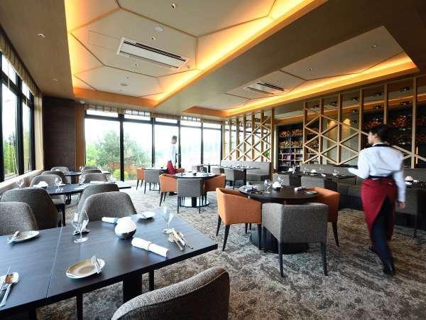 ビストロ「閑坐-KANZA-」山荘をイメージしたレストランで地元食材にこだわった料理をお楽しみください。