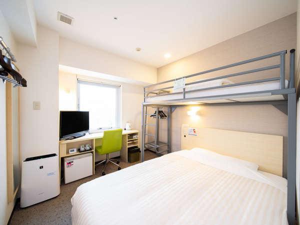 広々トリプルルーム♪メインベッドは150cmのワイドベッド。
